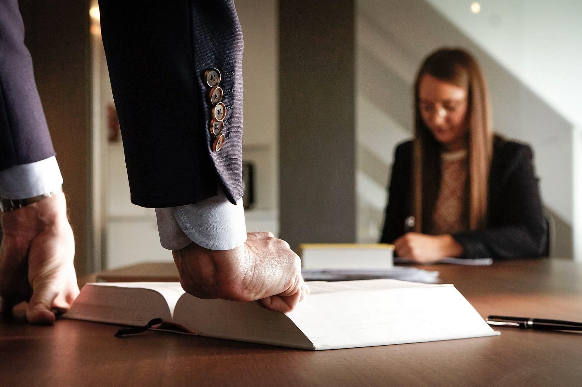 das Buch des Rechts und des juristischen Personals